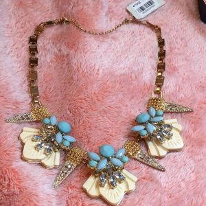 A Turquoise and gold necklace